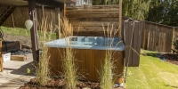 Linear Style Privacy Screen Ornamental Grass Cedar Mulch