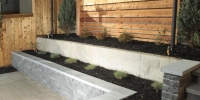 retaining wall - black onyx retaining wall with shale grey piedemonte coping with black mulch beds